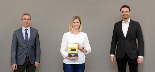 MC-Bauchemie receives the Top Job seal of approval for the second time after 2018 (from left to right): Christoph Hemming (Head of HR), Anna Kaja (HR Personnel Officer) and Nicolaus M. Müller (Managing Director MC-Bauchemie) proudly show off the award. In his laudation, Sigmar Gabriel, former Vice-Chancellor of Germany and patron of the nationwide company comparison survey, praised the positive personnel development and good employee prospects, as well as the appreciative corporate culture and communication credentials of the globally active building chemicals manufacturer.